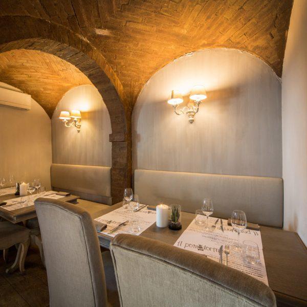 Sala interna della Pizzeria Pomodorino a Siena