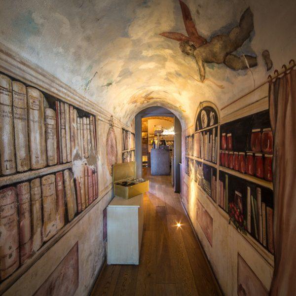 Corridoio interno della Pizzeria Il Pomodorino a Siena